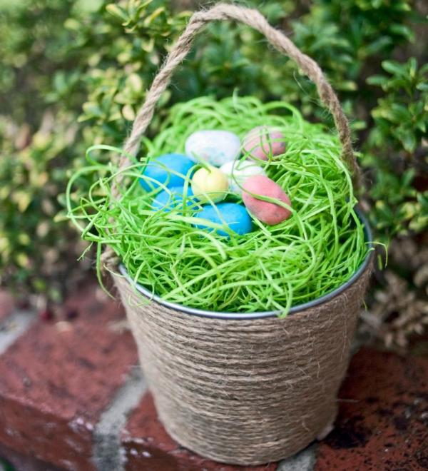 Easter 2017 6 diy super cute easter basket ideas pinkvilla replace the typical easter basket with a small canvas storage container or a mini bucket and wrap it in jute this will add an earthy feel to your basket negle Image collections