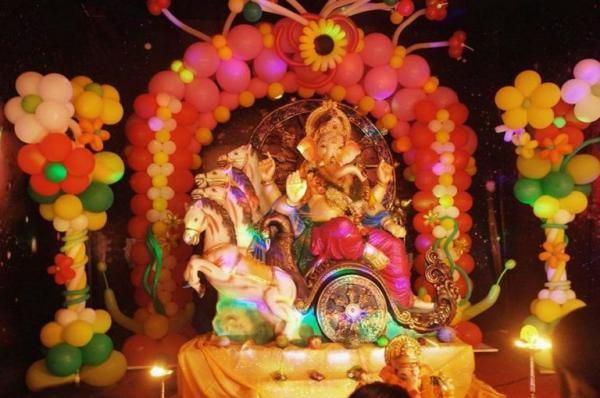 Balloons Are One Of The Best Decoration Ideas Can Go For Balloon Arches That Be Placed At Back Ganesh Idol
