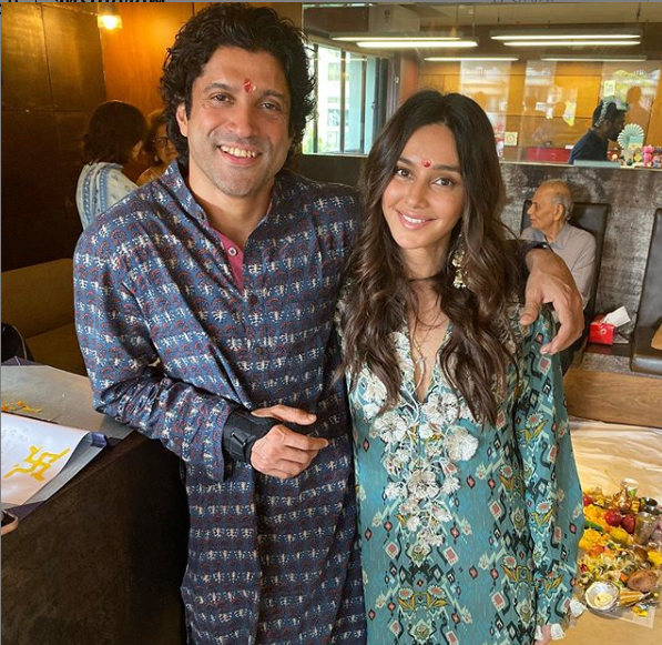 capture_191 Farhan Akhtar & Shibani Dandekar twin in blue outfits as they have a good time Diwali collectively; View PIC