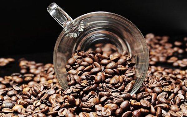 coffee beans 2258839 340 0 - Skin Care: Try THESE homemade scrubs to get supple and soft lips