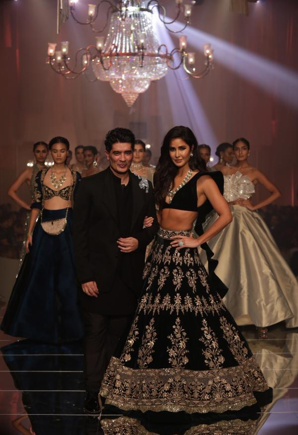 Manish Malhotra Opens Lakme Fashion Week With Katrina Kaif As His Muse And Showstopper Pinkvilla