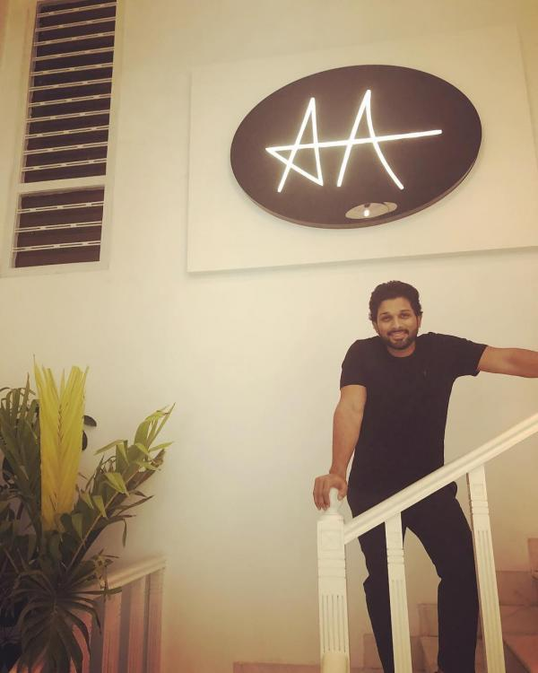 From 100 Crore Hyderabad House To A Brand New Vanity Van Allu Arjun Owns These 5 Expensive Things Pinkvilla
