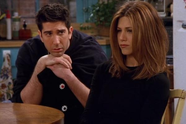 """Jennifer Aniston posts adorable throwback, proves she already has Instagram nailed"""""""