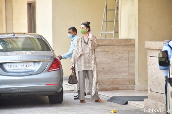Kareena Kapoor Flaunts Her Baby Bump As She Steps Out With Taimur
