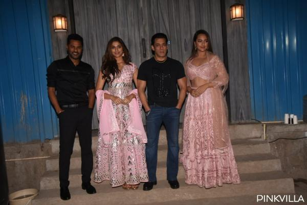 whatsapp_image_2019-12-06_at_11.04.37_pm PHOTOS: Salman Khan welcomes group Dabangg three on the units of Bigg Boss 13 for promotions