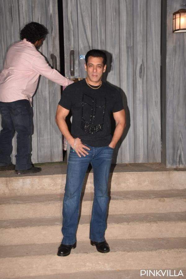 whatsapp_image_2019-12-06_at_11.07.17_pm PHOTOS: Salman Khan welcomes group Dabangg three on the units of Bigg Boss 13 for promotions