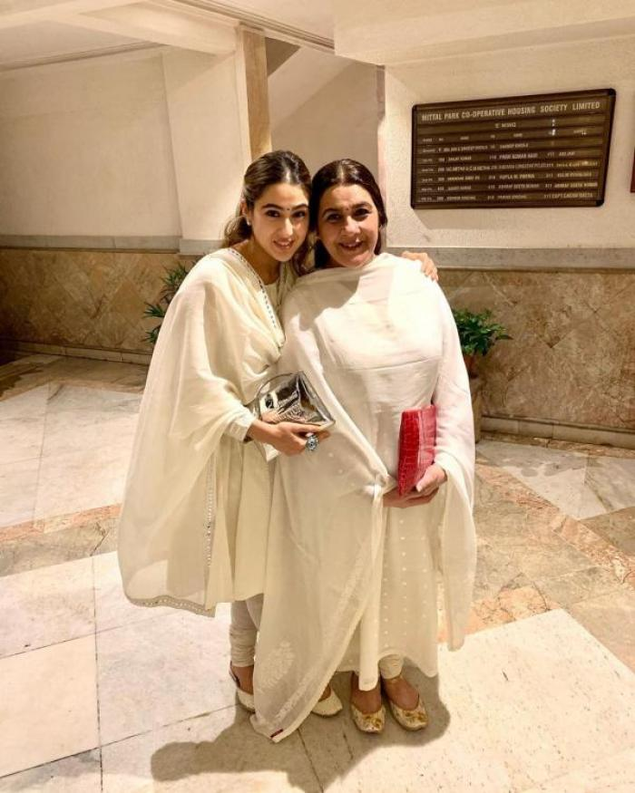 Sara Ali Khan to reprise mommy Amrita Singh's role in the remake of the 80s film Chameli Ki Shaadi? Read On