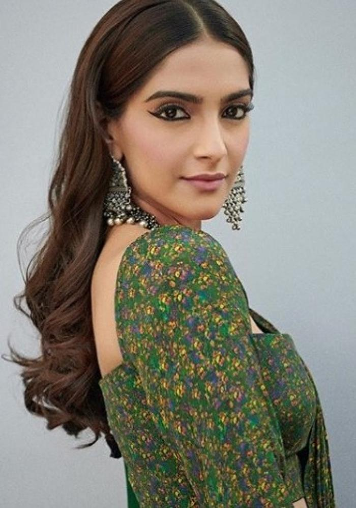 Sonam Kapoor Ahuja's floral saree is the perfect outfit to add to your wardrobe for the festive season