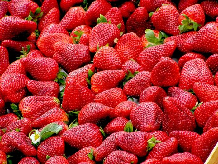 Beauty Tips: THESE strawberry packs can help you achieve a radiant skin