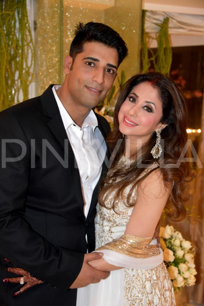 Gorgeous Newly Weds Urmila And Mohsin At Their Wedding Reception