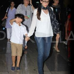 Karishma snapped with kids and mom at the airport!