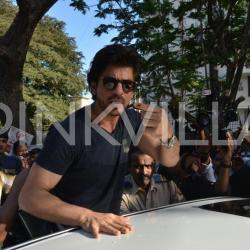 BMC Election 2017: Shah Rukh Khan snapped outside a polling booth, casts his vote!