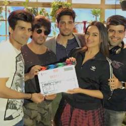 Producer Shah Rukh Khan drops in to wish Sidharth & Sonakshi on Day 1 of Ittefaq!