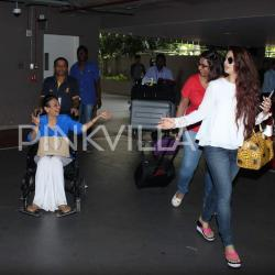 Tanuja and daughter Tanisha snapped at the airport