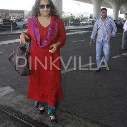 Vidya looks charming at the airport as she smiles for the paps!