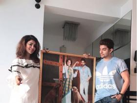 Gurmeet Choudhary and Debina Bonnerjee\'s fan from Singapore gifts them a painting