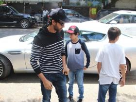 Hrehaan Roshan snapped with father Hrithik Roshan