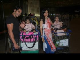 Karanvir Bohra and wife Teejay Sidhu snapped at the airport with their twins