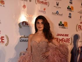PHOTOS: Jacqueline Fernandez flaunts the perfect party look at an event