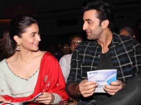 Alia Bhatt and Ranbir Kapoor look smitten with each other in these candid THROWBACK photos