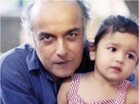 Alia Bhatt\'s THESE pictures with her father and filmmaker Mahesh Bhatt will win your heart; Check it out