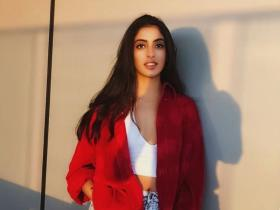 Amitabh Bachchan\'s granddaughter Navya Naveli Nanda looks captivating in THESE photos; Check it out