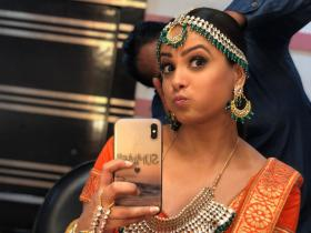 Anita Hassanandani\'s selfies define every mood; Check it out