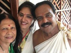 Anushka Shetty\'s family photos give an insight into the endearing bond she shares with them; Check out