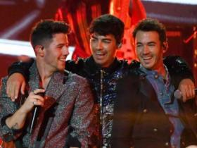 From Jonas Brothers to Taylor Swift, check out the list of singers who released Christmas songs in 2019