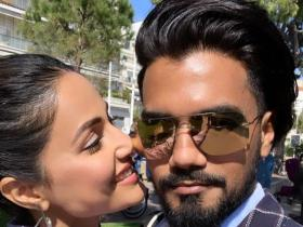 PHOTOS: Hina Khan can\'t keep her eyes off beau Rocky Jaiswal; Check out