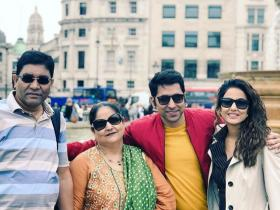 Hina Khan: THESE PHOTOS of the actress with her family prove she is a doting daughter