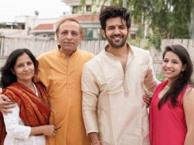 Pati, Patni Aur Woh actor Kartik Aaryan\'s THESE pictures with his family will make you adore him even more