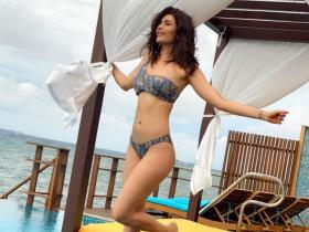 Khatron Ke Khiladi 10 contestant Karishma Tanna sets the temperature soaring in THESE bikini photos; Check out
