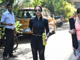 Malaika Arora: THESE PHOTOS of the diva proves her love affair with black gym athleisure is for real