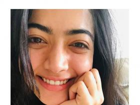 Rashmika Mandanna\'s no makeup look pictures are beyond mesmerising; Check it out