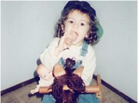 Selena Gomez\'s childhood pictures will make you love the singer even more; Check it out