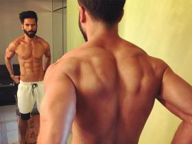 Shahid Kapoor\'s sexy shirtless pictures will leave you out of breath Watch PHOTOS
