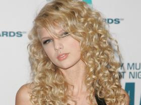 Taylor Swift: Check out the singer\'s THROWBACK photos when she had curly hair
