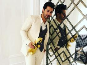 Varun Dhawan\'s home: Here\'s a sneak peek into Coolie No 1 star\'s aesthetically pleasing apartment