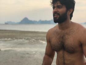 Arjun Reddy star Vijay Devarakonda looks HOT and raises the temperature in THESE pictures; Check it out