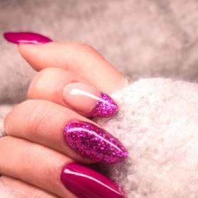 Trends,Beauty,Nail art,graphic nails