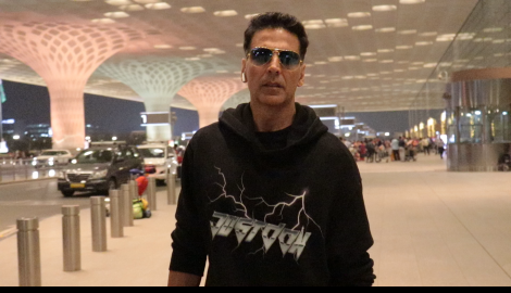 Akshay Kumar looked stylish in black as he gets papped at the airport