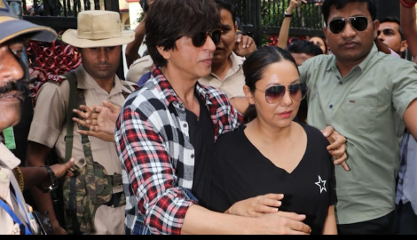 Shah Rukh Khan, his wife Gauri Khan and other celebs cast their votes for Maharashtra Assembly 2019