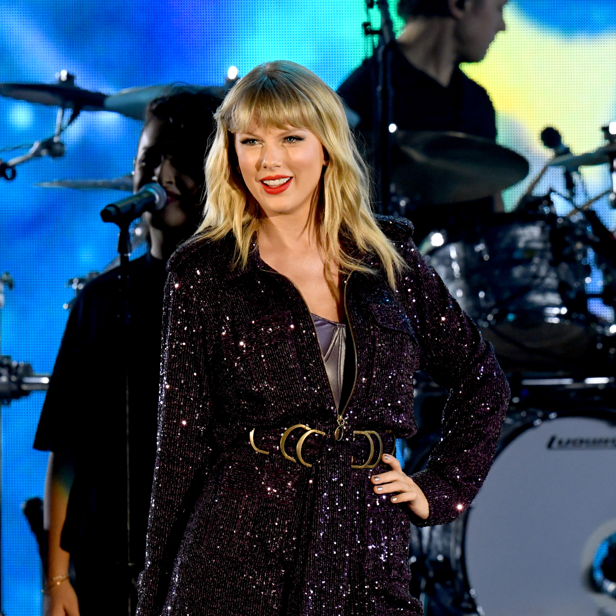 Taylor Swift can NOW perform her old songs at the upcoming 2019 American Music Awards; Deets Inside