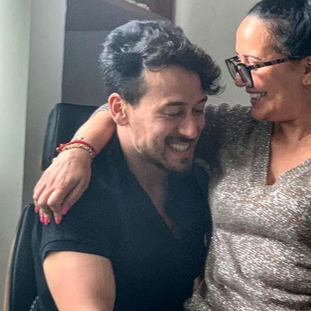 Tiger Shroff's mom Ayesha Shroff's adorable photo with the Baaghi 3 star will melt your heart; See Pic