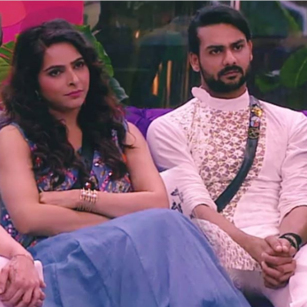 Bigg Boss 13 PREVIEW : Madhurima Tuli plays with Vishal's hair & plants a kiss after their hearty chat